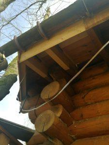 Neue Unterkonstruktion für den Dachabschnitt an der Baumsauna