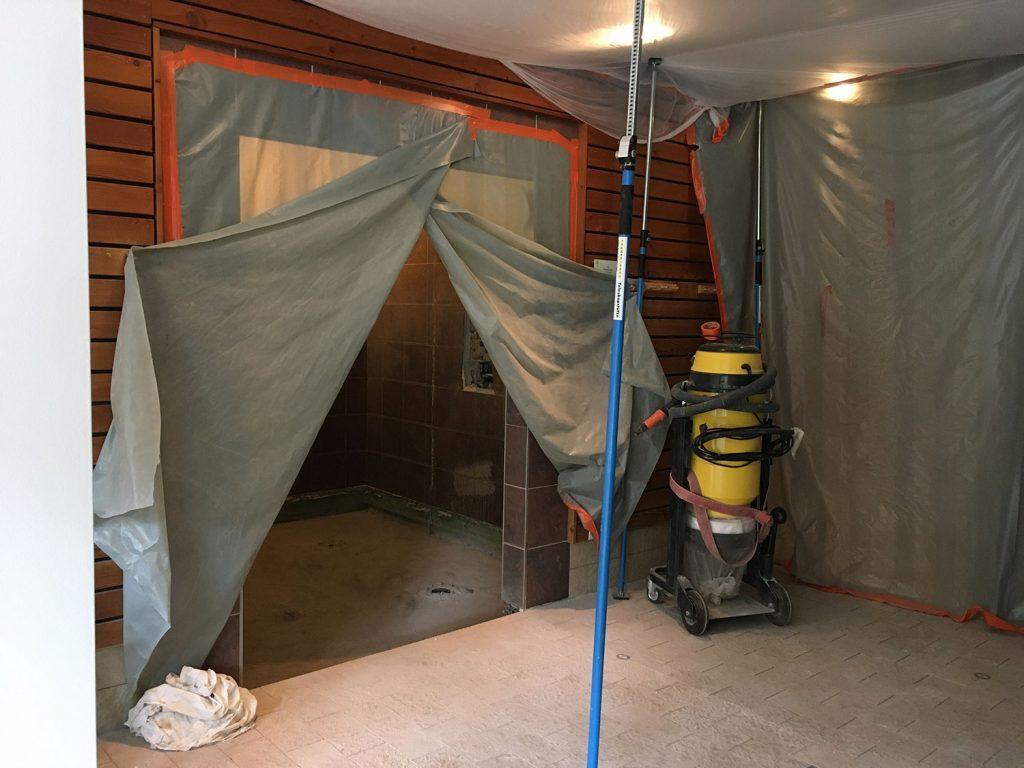 Die Kalt- und Warmwasserduschen im Bau